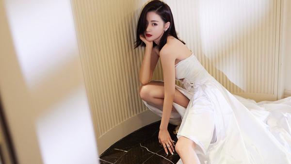 张天爱 白色礼服 4k美女壁纸3840x2160_彼岸图网.jpg