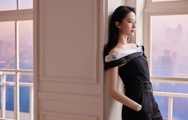 清纯美女刘亦菲 黑色连体裤 居家摄影4k美女壁纸_彼岸图网.jpg